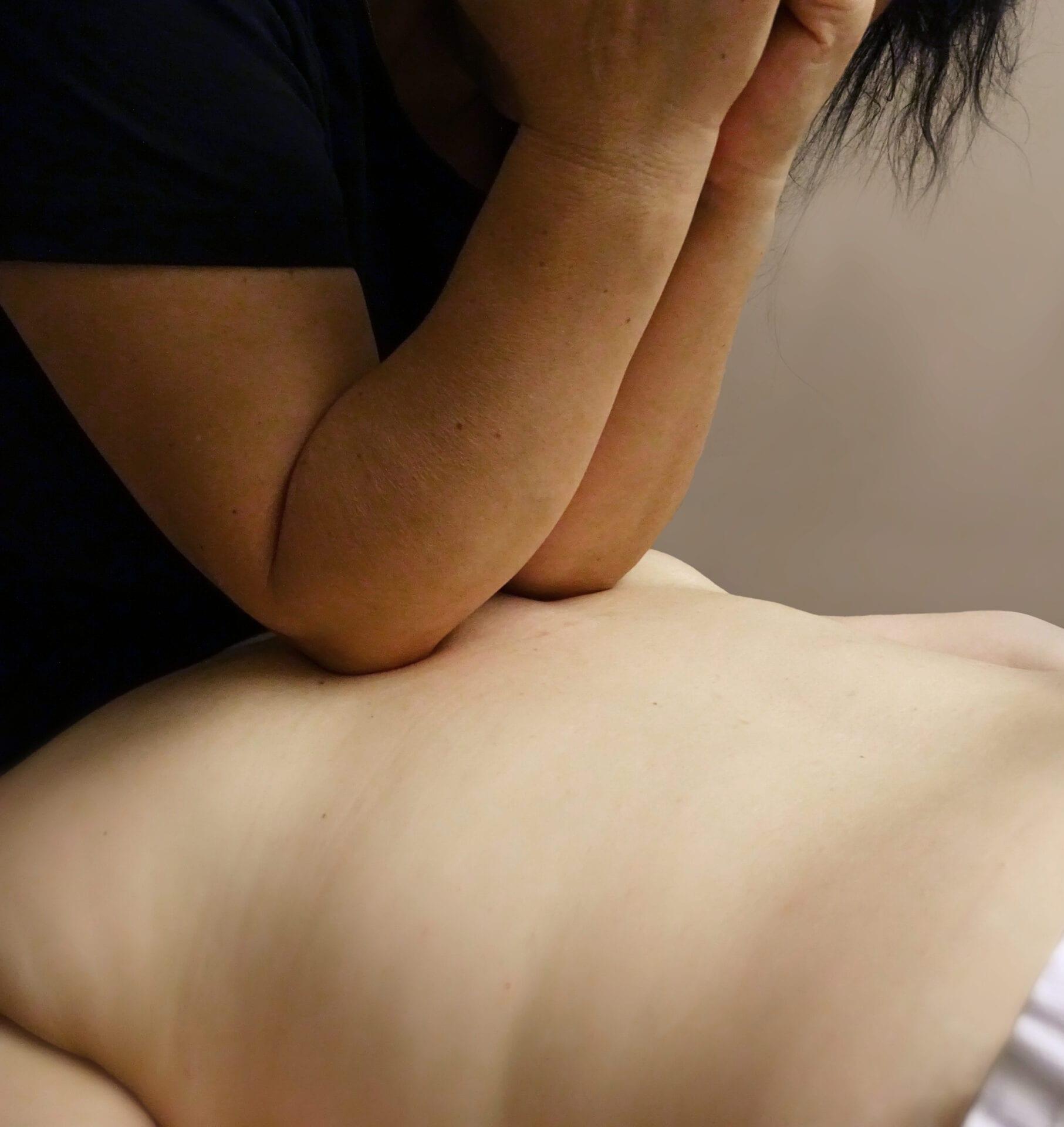Sportsmassage på ryg