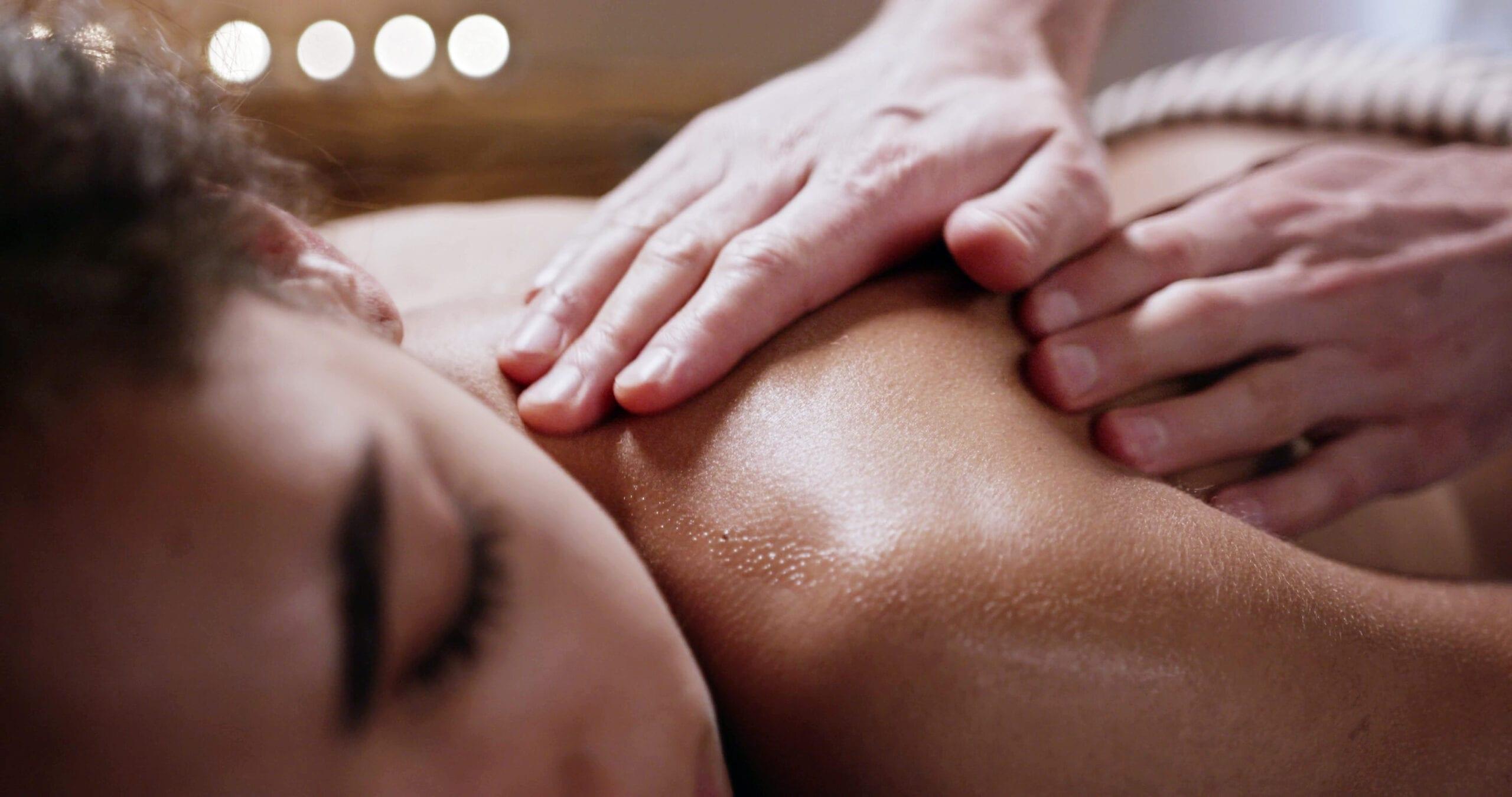 Blid massage på ryggen