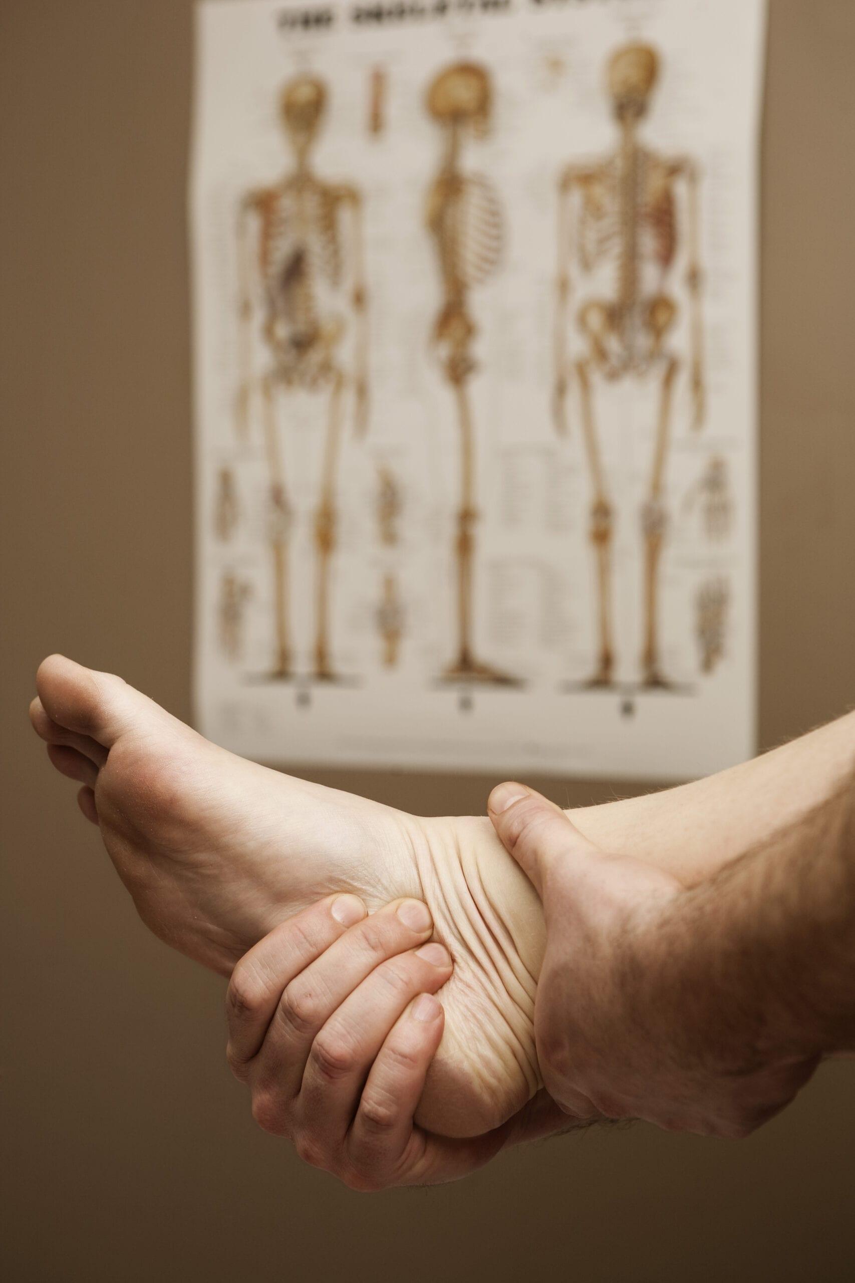 Undersøgelse af fod i forbindelse med fysioterapi