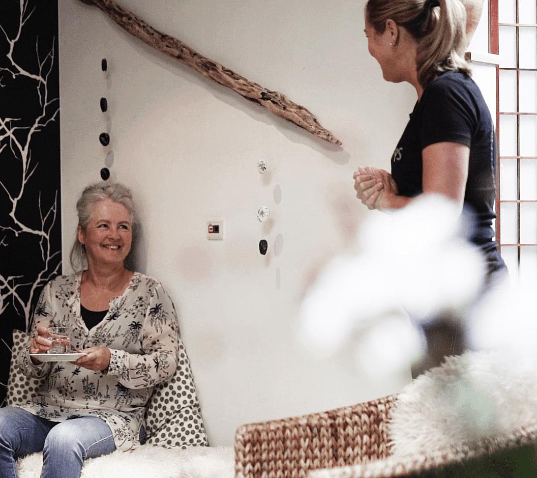 Klient og massør i venteværelse